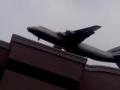 Жителей Бучи поразил пролетающий над домами самолет