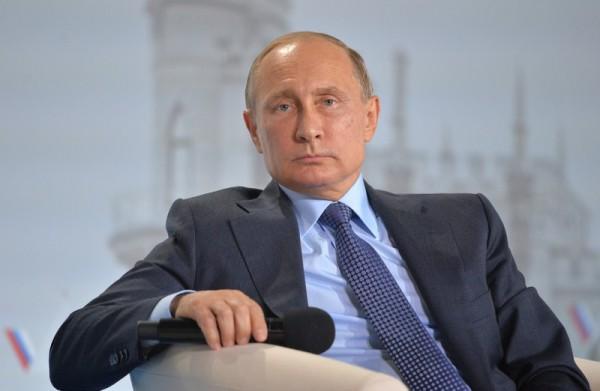 """Путин назвал """"удивительными идиотами"""" тех, кто отключил электроснабжение в Крыму"""
