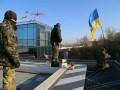 «Айдар» заблокировал вертолетную площадку Януковича (фото)