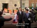 В Манафорта у суда бросили флаг России