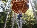Подняться за 30 секунд: инженер-самоучка создал педальный лифт (ВИДЕО)