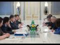 Порошенко обсудил помощь армии с сенатором США