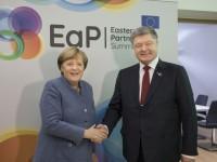 Порошенко на встрече с Меркель обсудил Луганск и миротворцев
