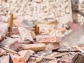 Под Киевом рухнул дом, завалило двух людей