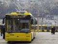 Во Львове пострадали трое людей из-за резкого торможения троллейбуса