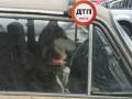 В Киеве собака породы хаски второй день сидит в закрытой машине