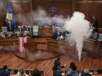 В Косово сорвали заседание парламента слезоточивым газом