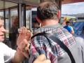 В метро Харькова пожилого музыканта ударили по лицу