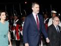Король Испании в Аргентине час не мог выйти из самолета