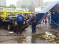 В Киеве на Троещине водитель снес остановку