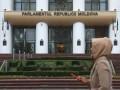 Парламент Молдовы урезал полномочия избранного президента Санду