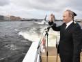 Путин принял военно-морской парад в Санкт-Петербурге