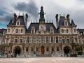 В Париже бездомных поселят в здании мэрии