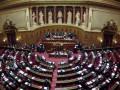 Во Франции уволят треть депутатов и сенаторов