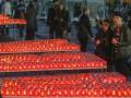 На Майдане в память о погибших зажгли тысячи свечей