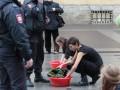 Большая стирка: в Петербурге отстирывали военную одежду от крови
