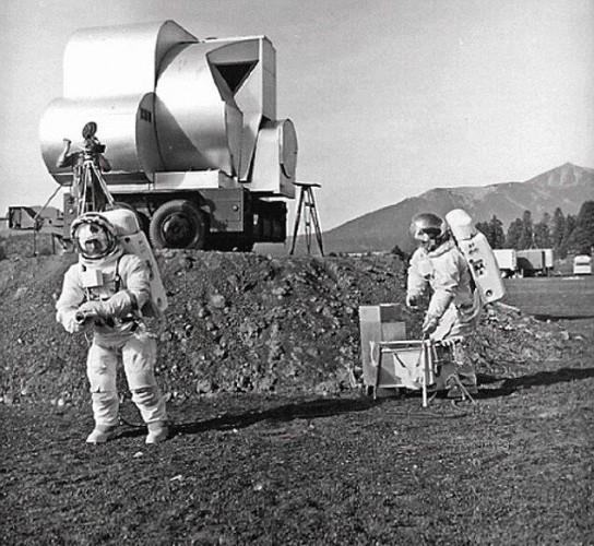 На Луне обнаружили базу пришельцев - ТЕХНО
