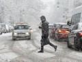 Киев накрыло снегопадом: В столице пробки и много ДТП