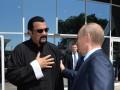 Сигал наш досигался: реакция соцсетей на российское гражданство актера