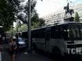 В Киеве памятник Щорсу окружили 10 автобусов со спецназом