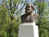 Одесские чиновники переименовали бюст Маркса, чтобы не демонтировать