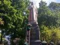 В Киеве облили краской памятник Ватутину