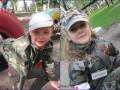 В Горловке детей одели в камуфляж с георгиевскими лентами
