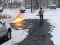 Американец почистил дорогу от снега огнеметом