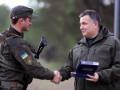 Честь и доблесть: в МВД пояснили, за что дают наградное оружие