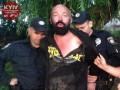 В Киеве мужчина случайно предложил патрульным марихуану