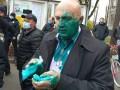 В Хмельницком создателю фейкового горсовета плеснули в лицо зеленкой