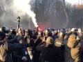 Порошенко в Виннице: в полицию бросали камни и файеры