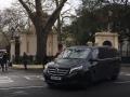 Появилось видео, как российские дипломаты покидают Лондон
