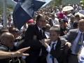 Премьера Сербии закидали камнями на траурной церемонии в Боснии
