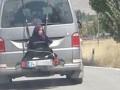 Отец прокатил 13-летнюю дочь, привязав к багажнику