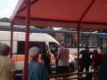В Запорожье на трамвайной остановке мужчина выстрелил женщине в живот