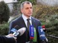 Украинские власти толкают Крым к России – Константинов