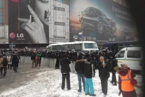 Митингующие ожидают штурма со стороны силовиков
