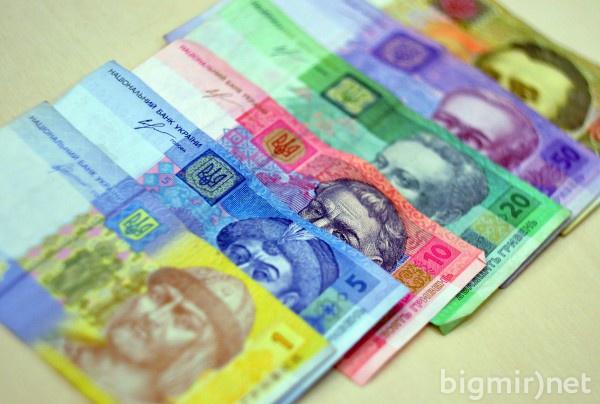 Общая сумма наличных средств составляет 295,7 миллиарда гривен