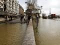 В Париже река Сена затопила набережные
