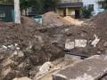 В Харькове мужчина упал в котлован коммунальщиков и погиб