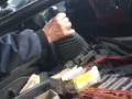 Чинили кирпичом и плоскогубцами: Маршрутчики ремонтируют прямо на ходу