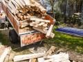 Налогового работника словили на взятке дровами для тещи