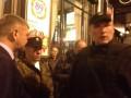 В отеле Днепр, где забаррикадировались представители Правого сектора, прозвучали выстрелы - СМИ