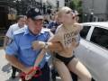 День в фото: голая девушка призналась в любви Путину и потоп в Одессе