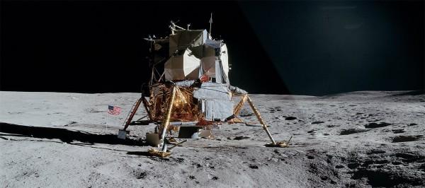 Из снимков лунной миссии Аполлон создали фильм