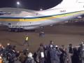 Самолет с освобожденными украинцами прибыл в Киев