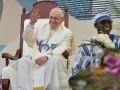 Папа римский назвал фанатов соцсетей мертвыми внутри