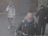 В Киеве грабитель порезал женщину ножом в подъезде дома