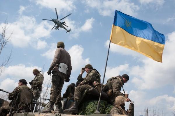 Порошенко: в зоне АТО находится 64 тыс. военнослужащих ВСУ